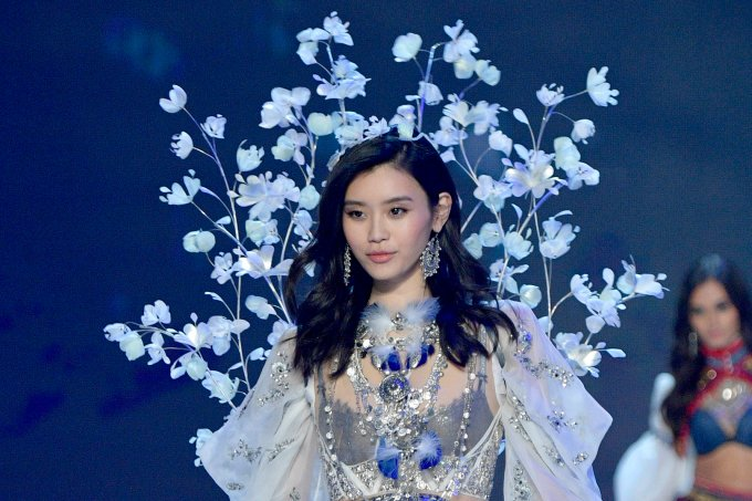 Ming Xi  Victoria's Secret Fashion Show In Shanghai 2017