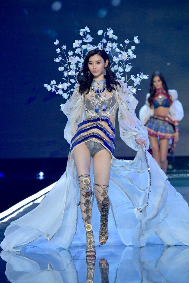 Ming Xi Victoria's Secret Fashion Show In Shanghai 2017