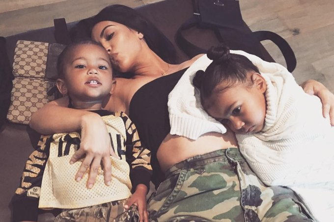 kim-kardashian-deixa-escapar-sexo-3-bebe-programa