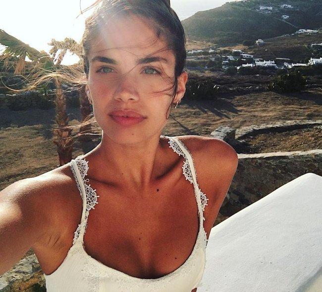 Sara-Sampaio-sem-maquiagem
