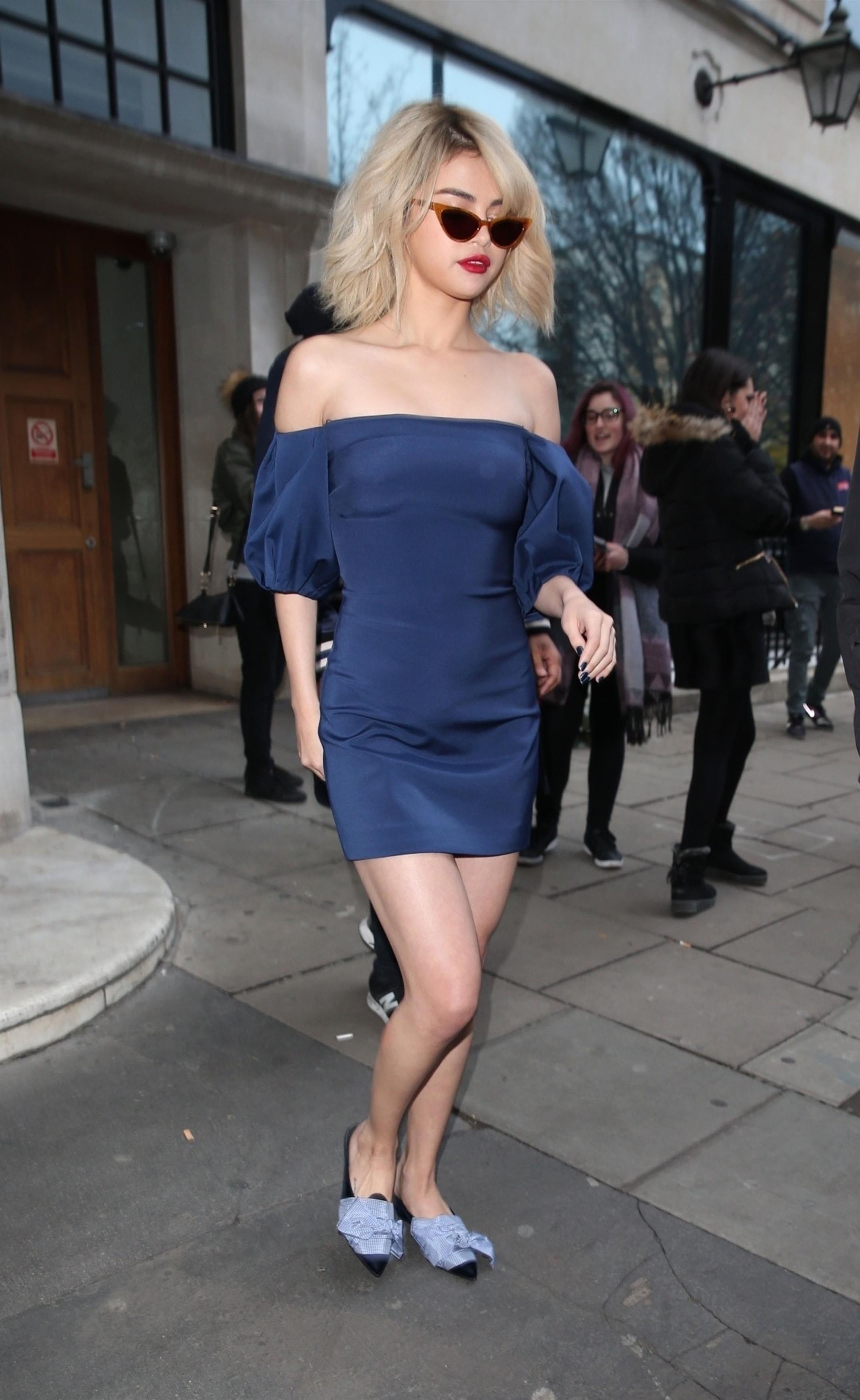 4 looks da Selena Gomez em Londres