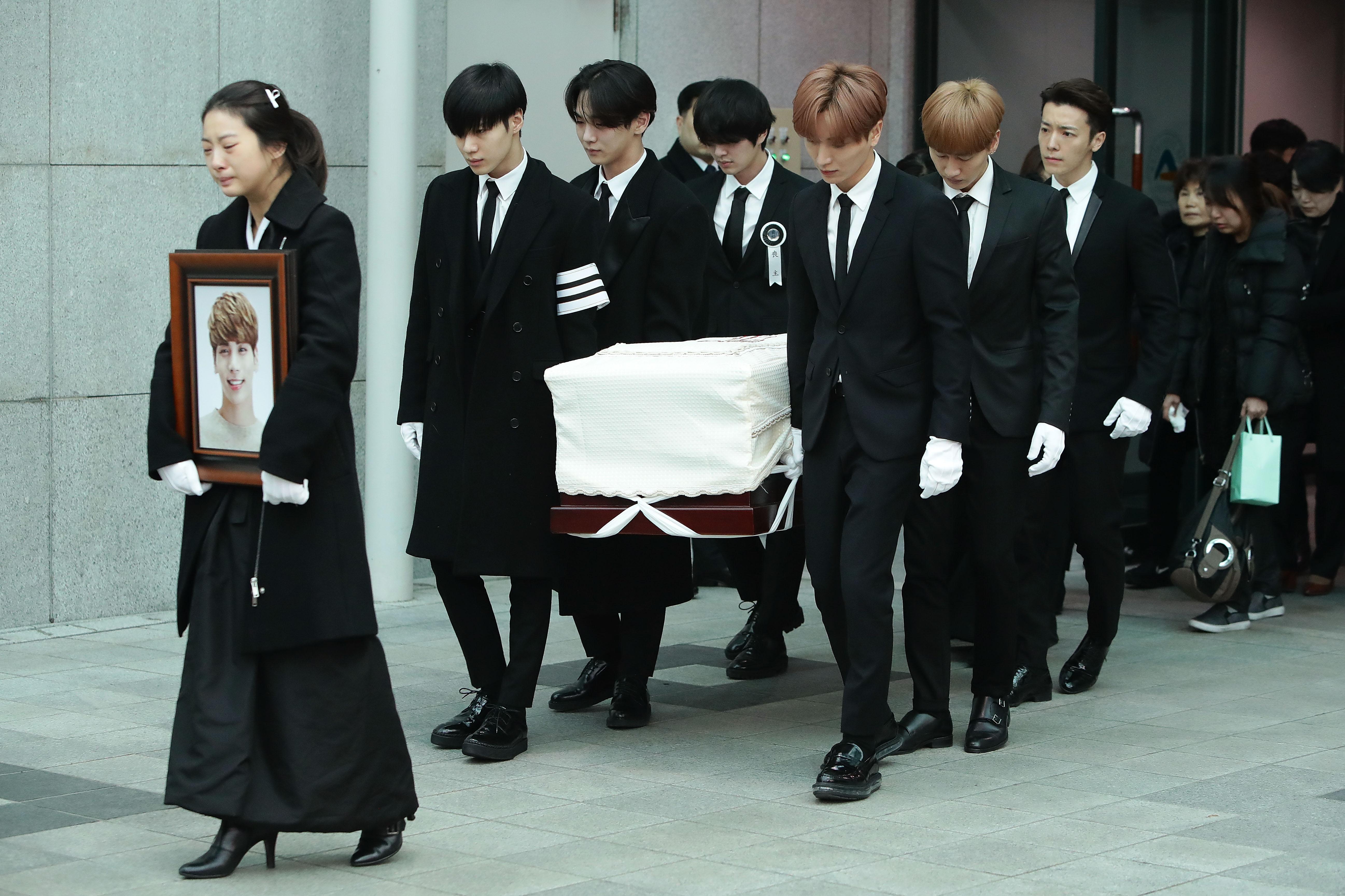 shinee-enterro-Jonghyun
