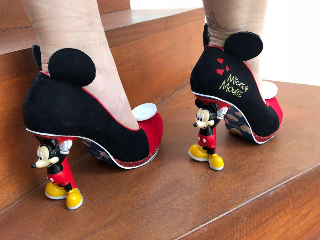 larissa-manoela-sapato-mickey-mouse