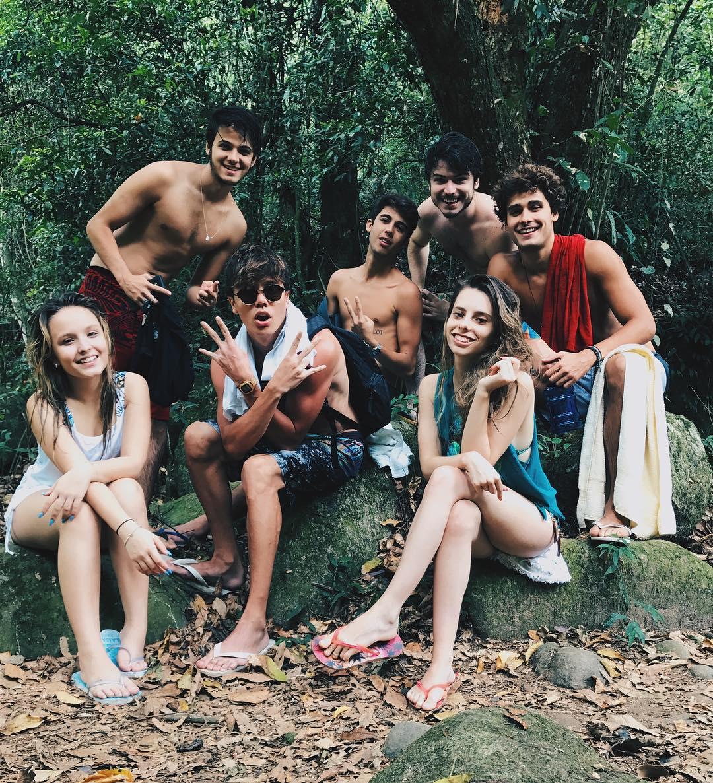 larissa-manoela-leo-cidade-viagem-com-amigos