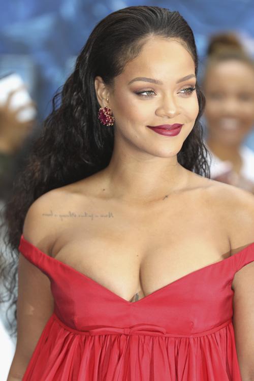 Rihanna-cabelo-molhado