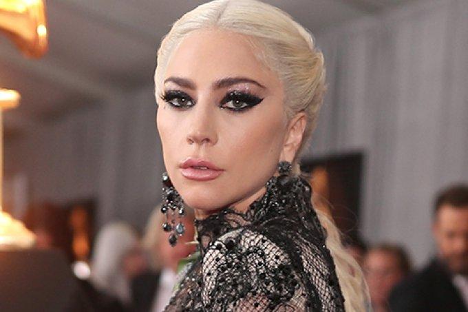 makes-cabelos-famosas-grammy-2018-lady-gaga-H