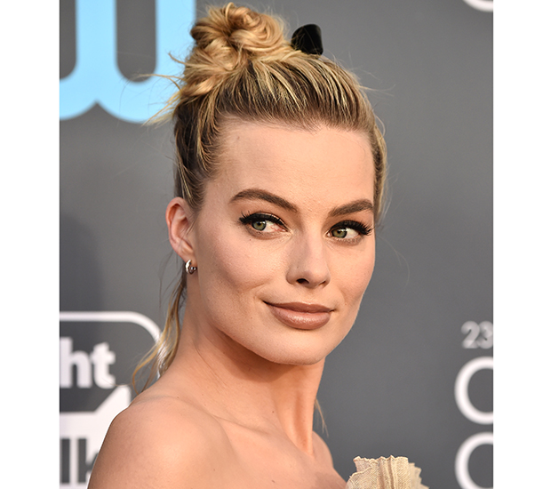 margot-robbie-coque-Critics'-Choice-Award