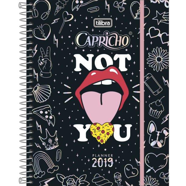 "Planner 2019 CAPRICHO para <a href=""https://www.tilibraexpress.com.br/planner-espiral-capricho-2019"">Tilibra</a> (R$ 27,90*)."