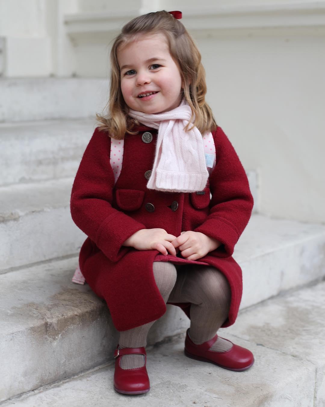princesa-charlotte-na-escola