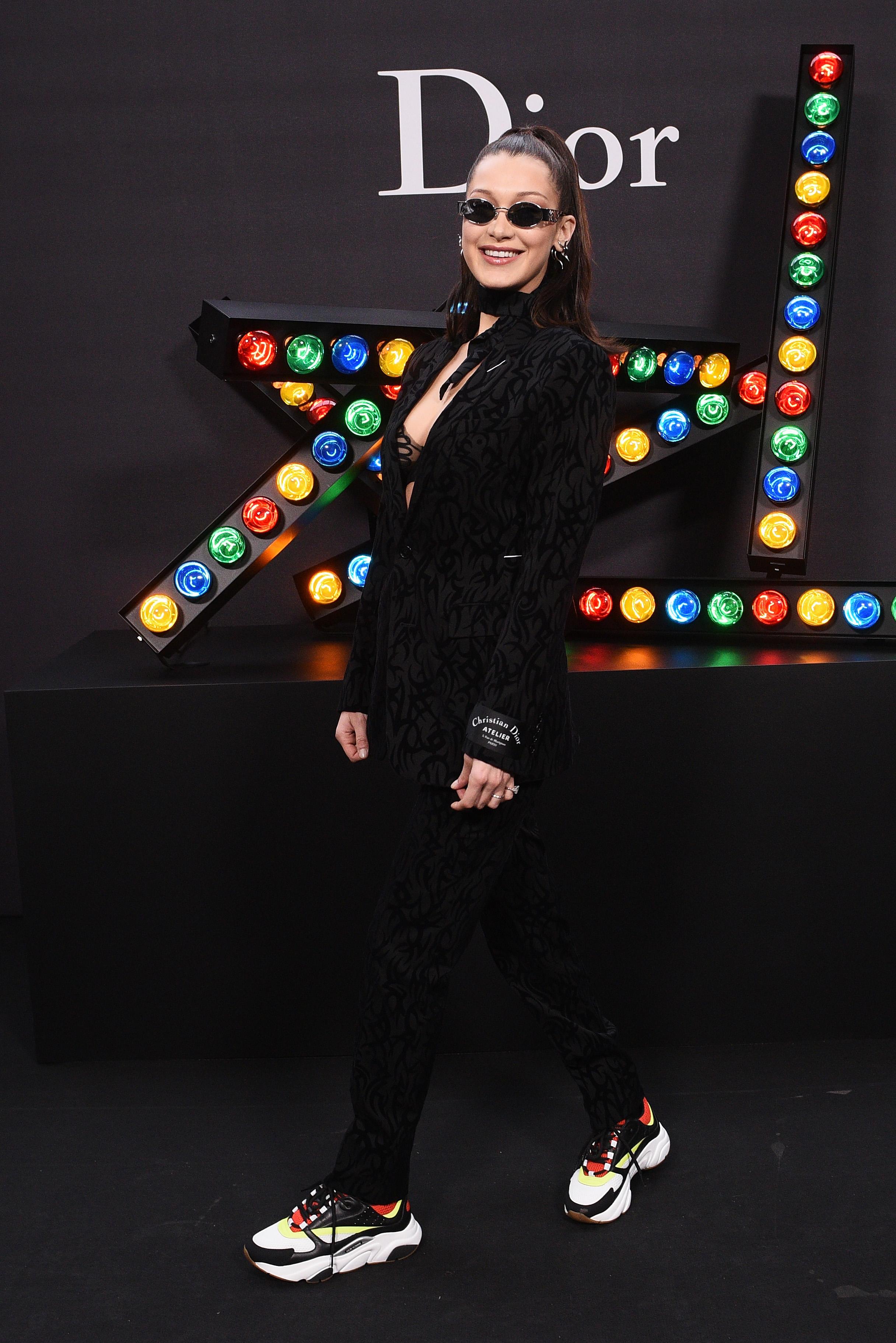 Bella Hadid no desfile da Dior.