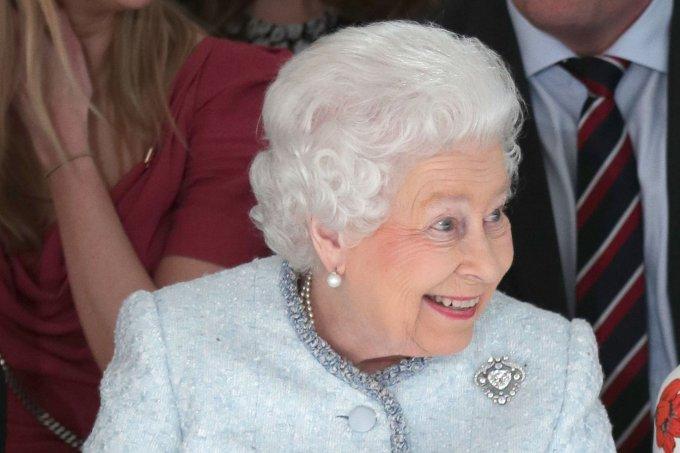 rainha-elizabeth-desfile-de-moda-londres