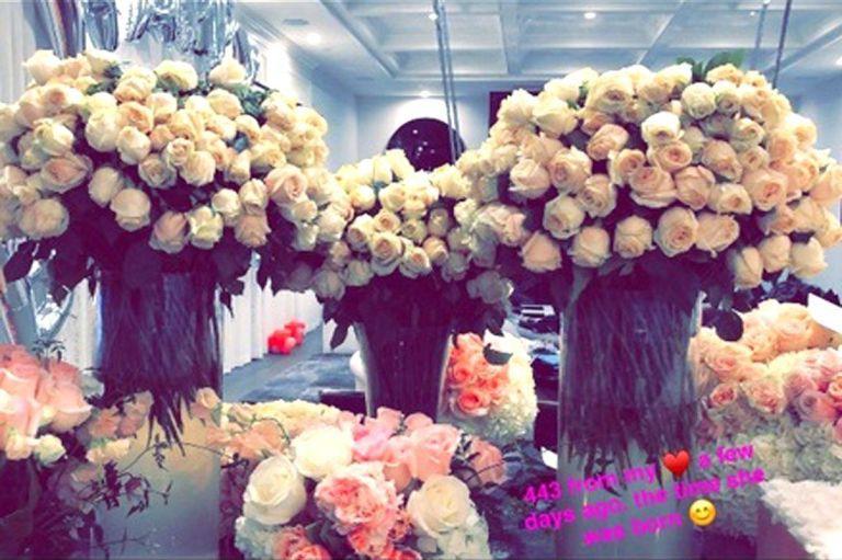 travis-scott-mandou-443-flores-para-kylie-jenner