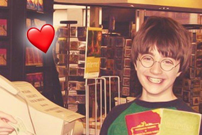 #tbt: Daniel Radcliffe comprando livro de Animais Fantásticos!