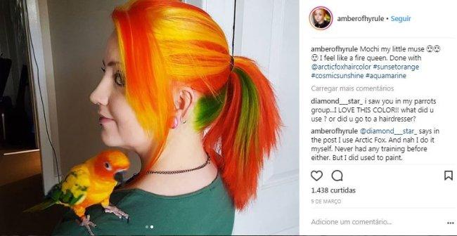 garota-cabelo-colorido-cor-papagaio-1