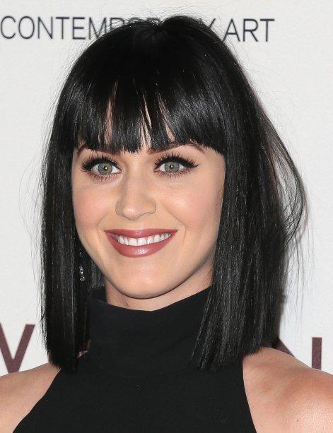 A franjinha voltou em março de 2014, junto com um cabelo mais curto