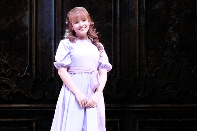 Larissa Manoela brinca sobre retorno ao teatro: 'me imploraram'