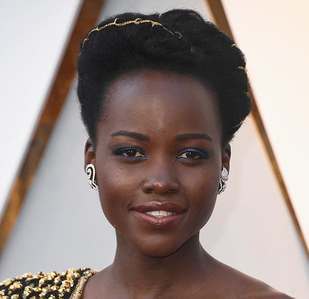 makes-famosas-Oscar-2018-lupita-nyongo