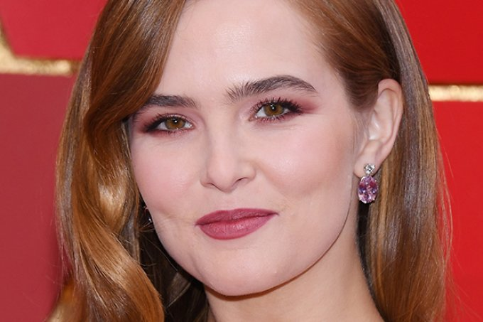 makes-famosas-Oscar-2018-zoey-deutch