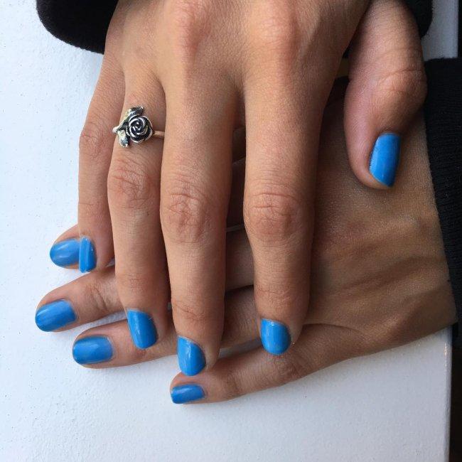 unhas-selana-gomez-azul
