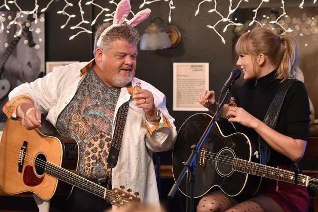 taylor-swift-bluebird-cafe-show-surpresa-nashville