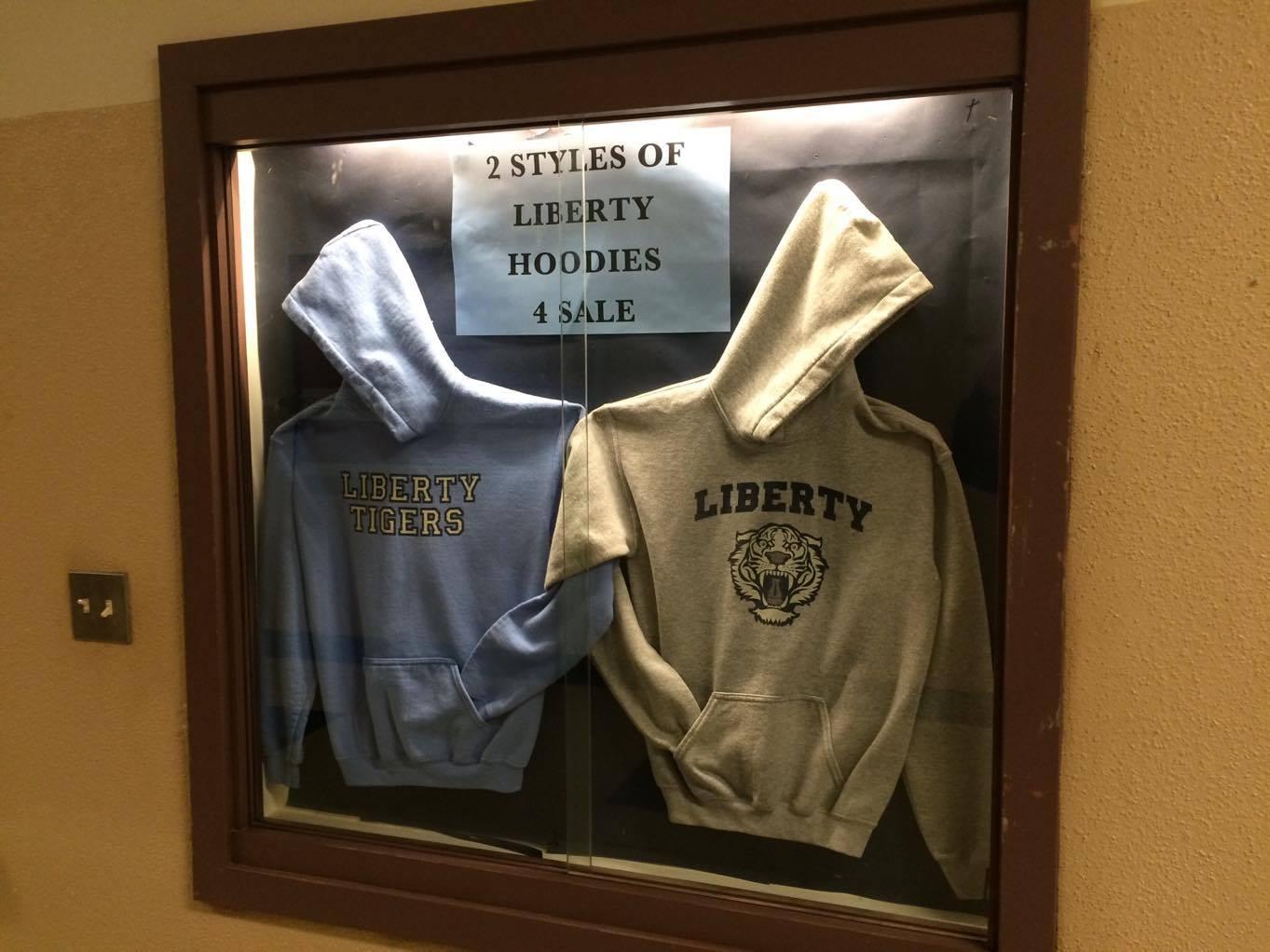 Moletons usados pelos alunos da Liberty High