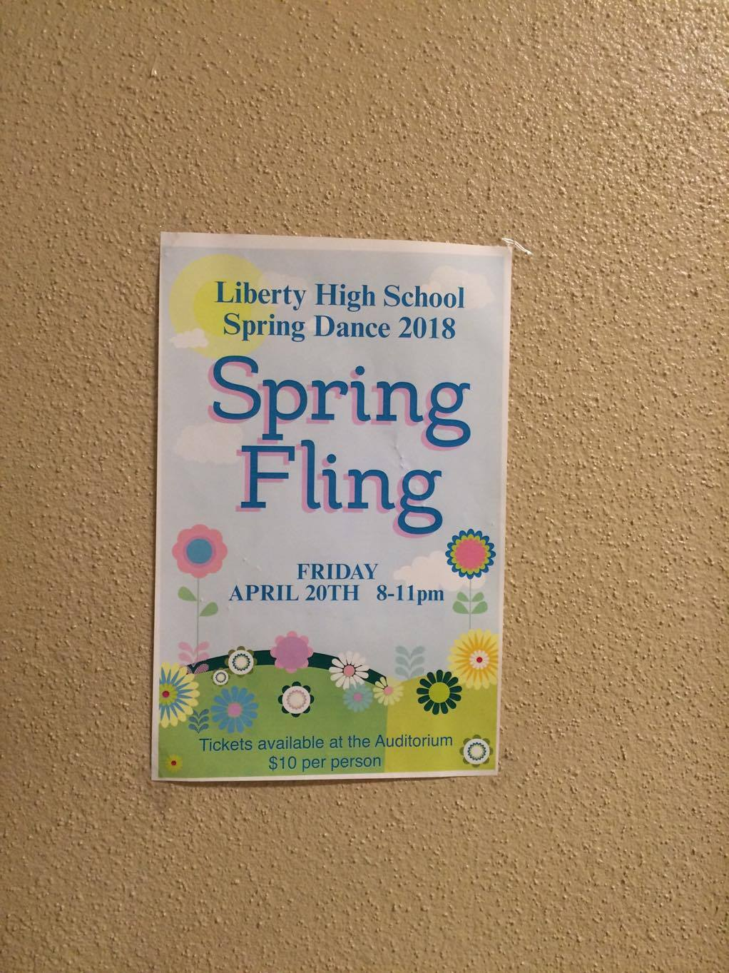 Pôster do baile pros alunos da Liberty High School