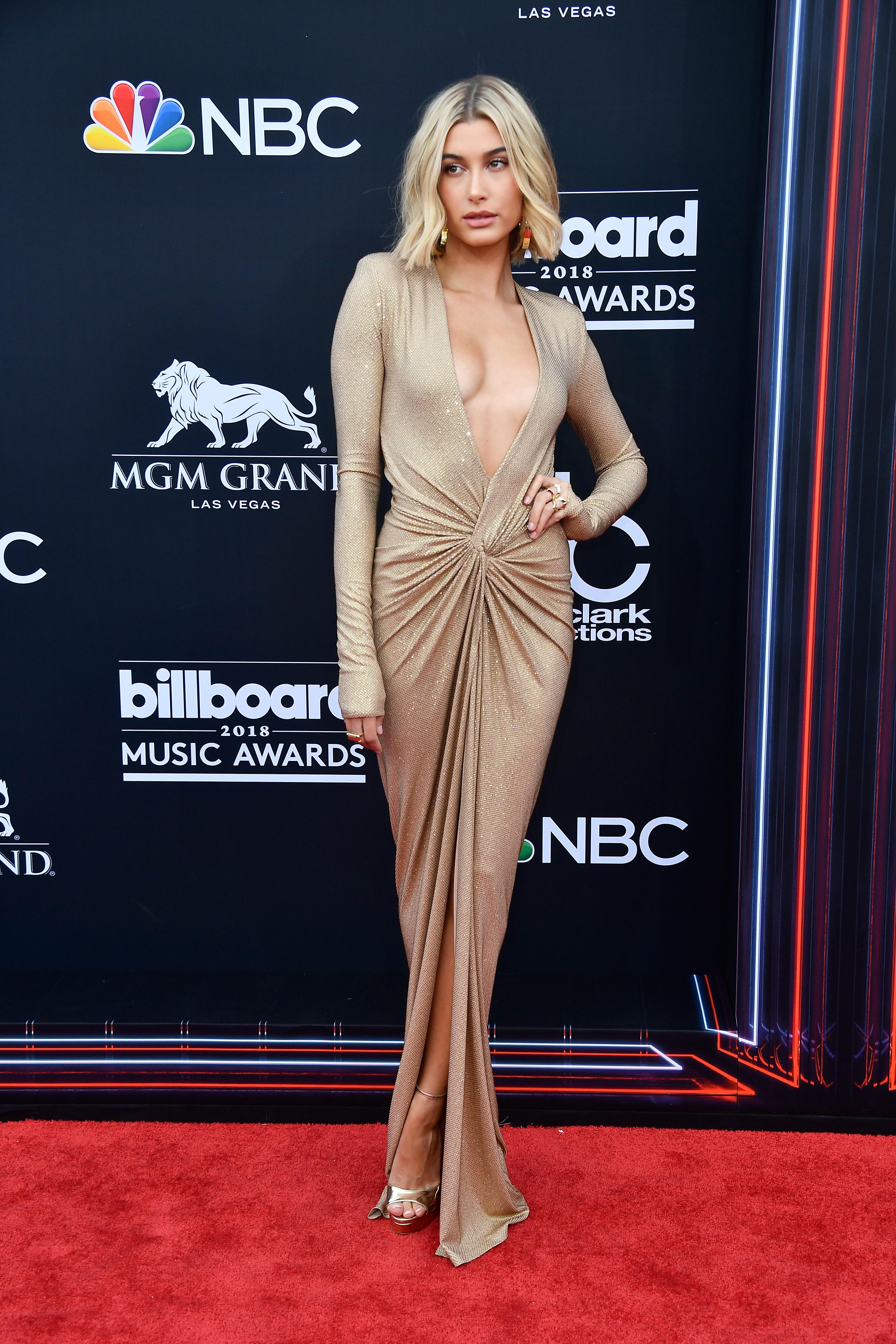 hailey-baldwin-look-2018-Billboard-Music-Awards