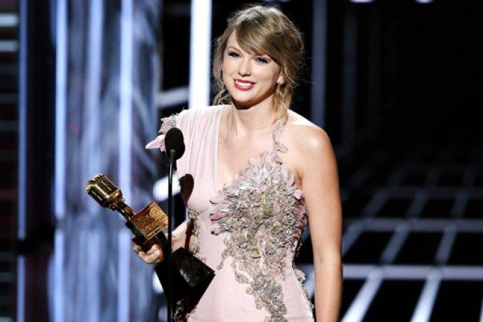 taylor-swift-billboard-music-awards
