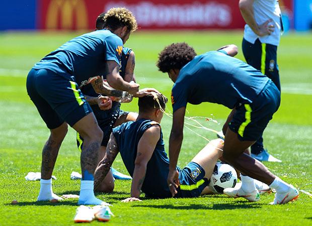 Seleção Brasileira durante treino na Rússia