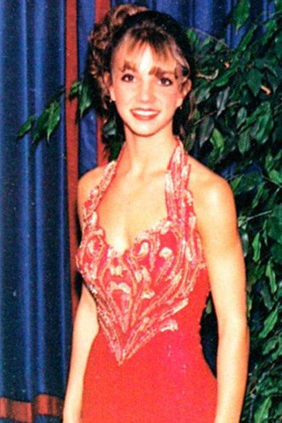 Vermelho e com muitos bordados no top! Assim era o vestido da Britney Spears.
