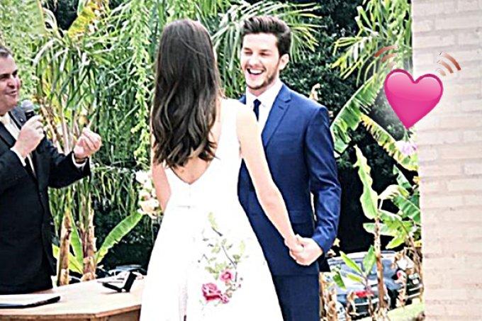 Em cerimônia íntima, Camila Queiroz e Klébber Toledo se casam no civil