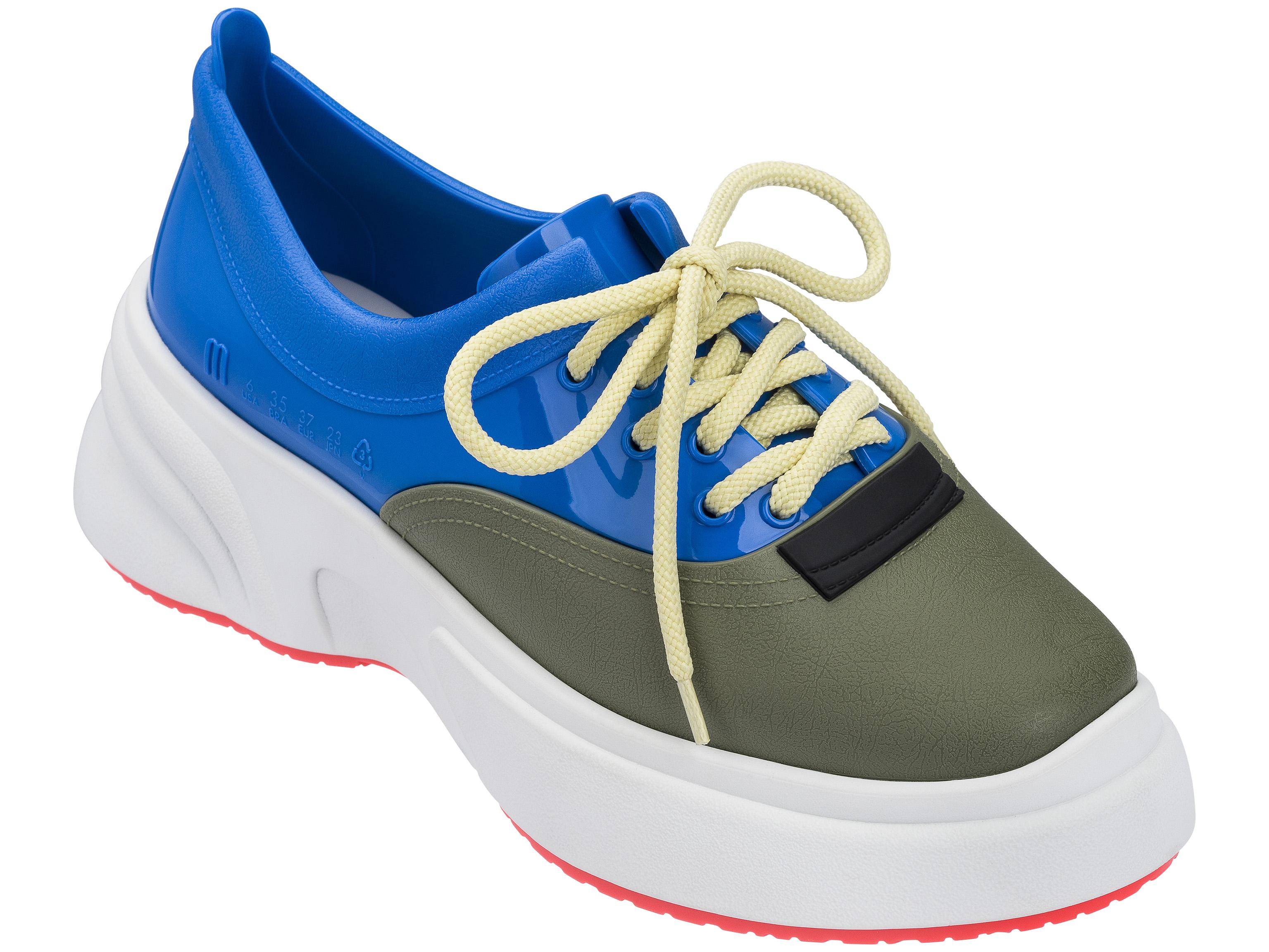 dad-sneaker-melissa-