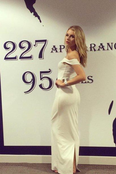 Mais uma de branco! A modelo Lottie Moss, irmã da Kate Moss, escolheu um look bem simples e elegante.