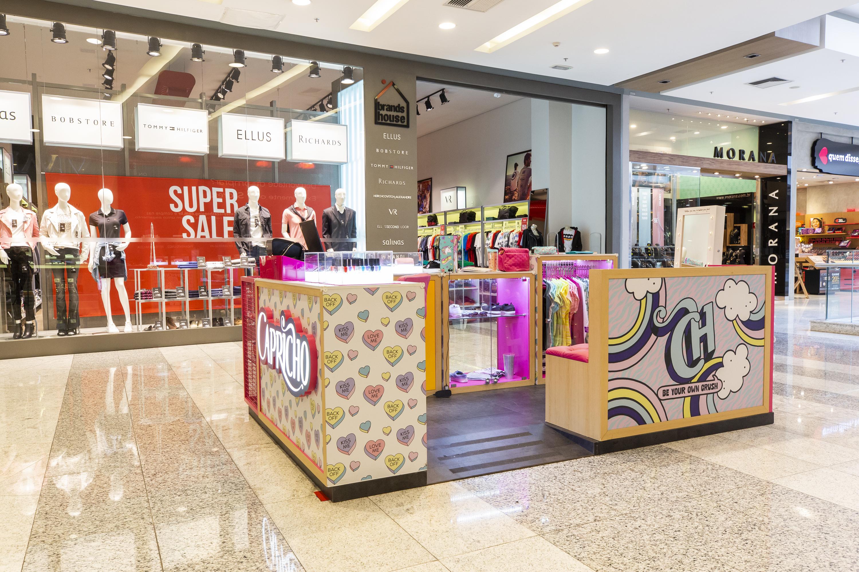 A CAPRICHO abriu uma loja com seus produtos no Shopping Tietê Plaza, em São Paulo.