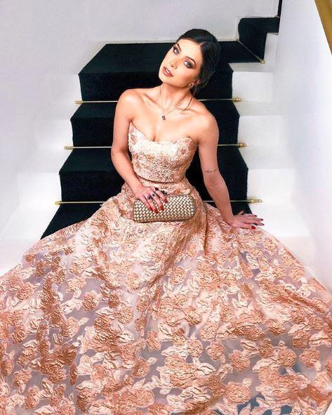 Fla Pavanelli com vestido de princesa