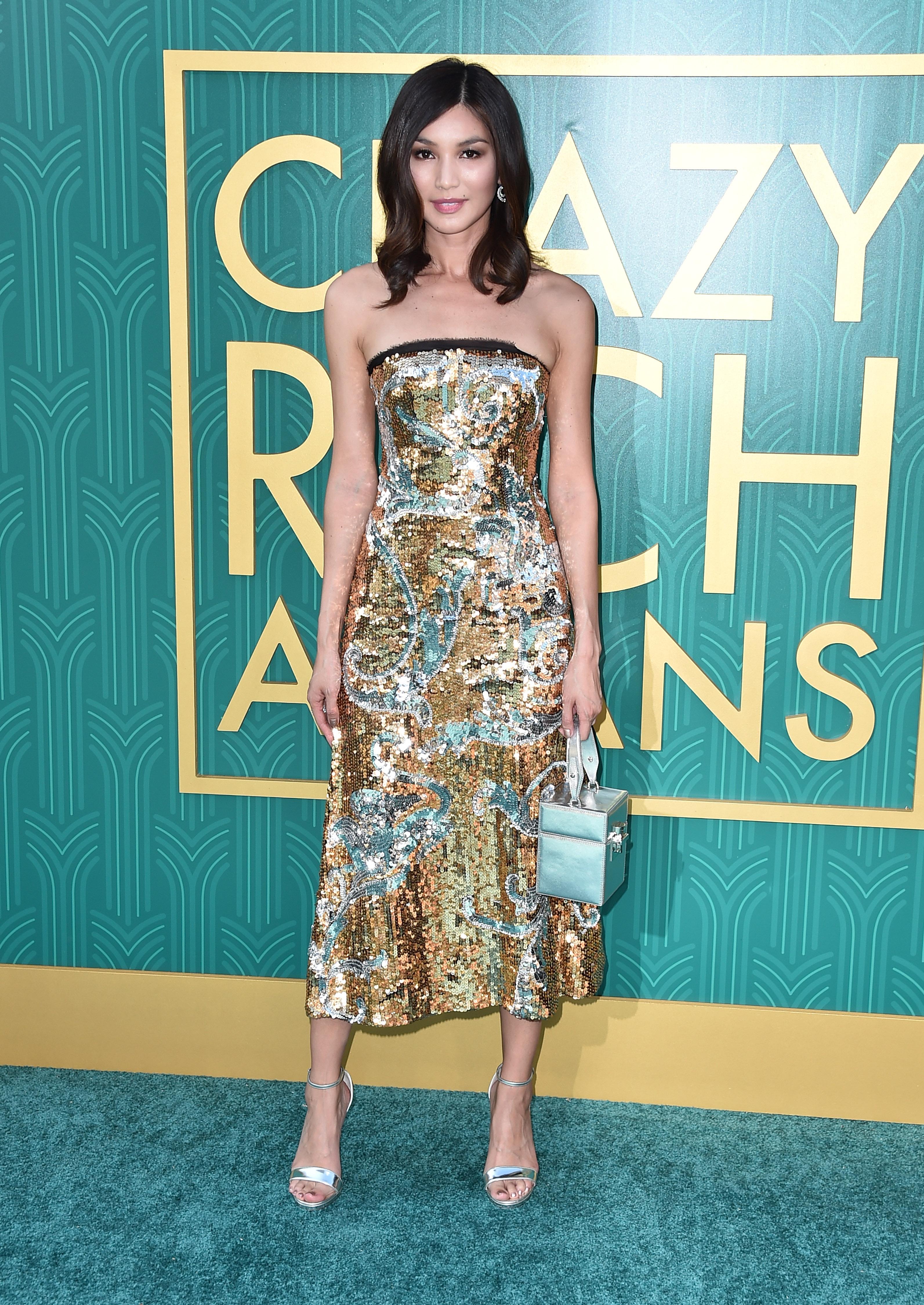 O look de red carpet da atriz Gemma Chan.