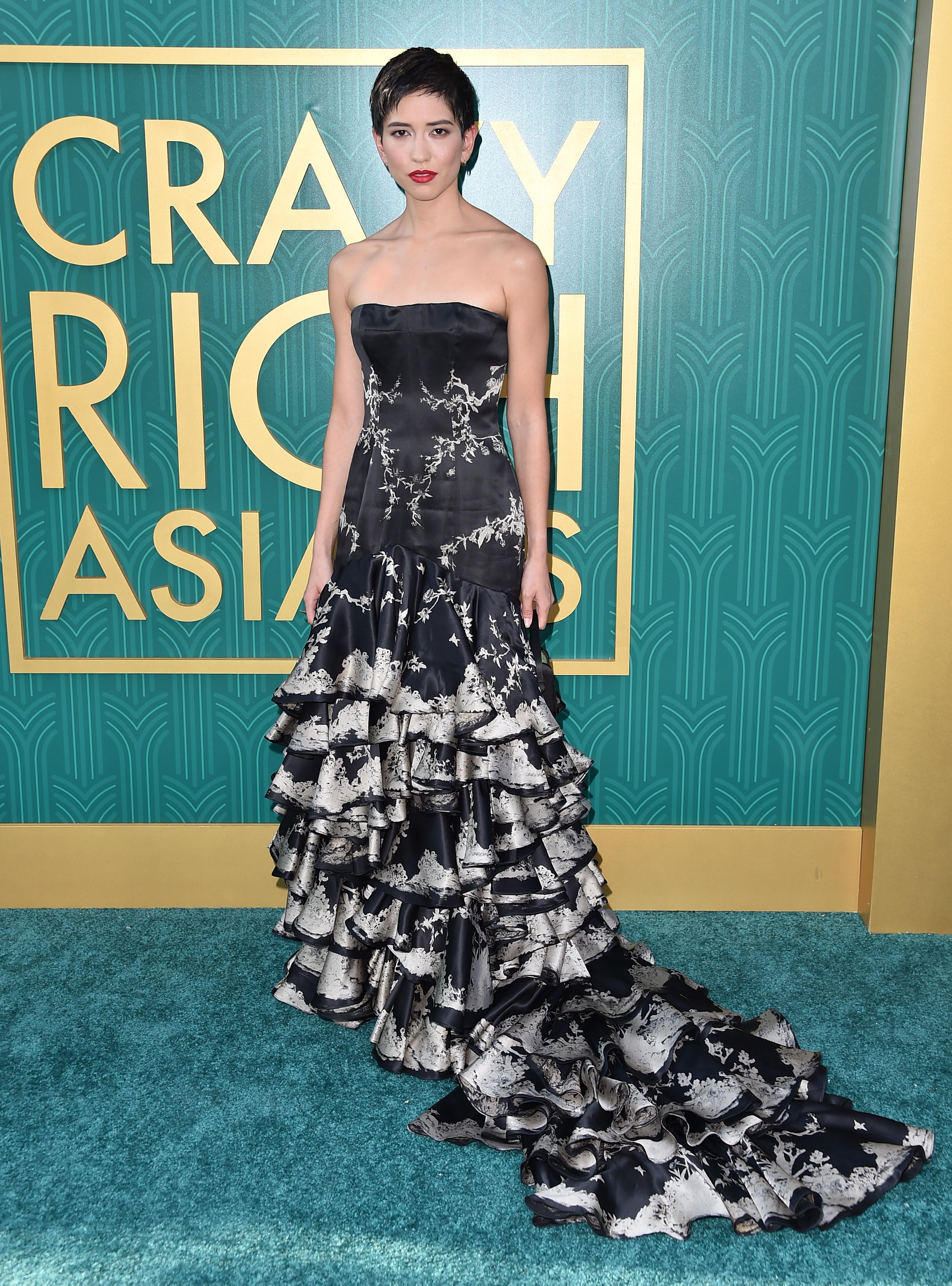O look de red carpet da atriz Sonoya Mizuno.