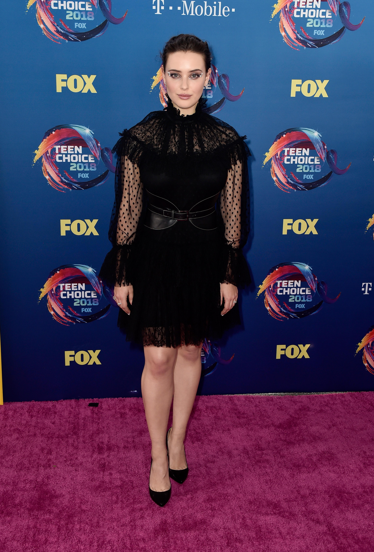 katherine langford no red carpet do Teen Choice Awards 2018.