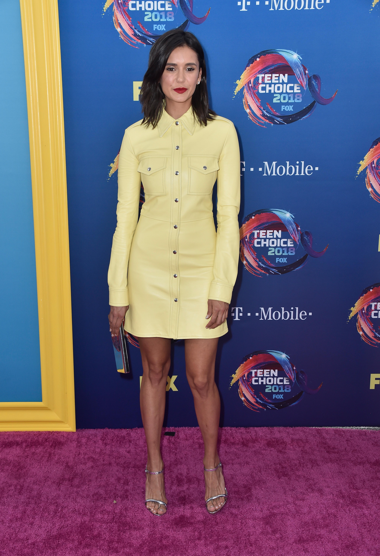 nina dobrev no red carpet do Teen Choice Awards 2018.