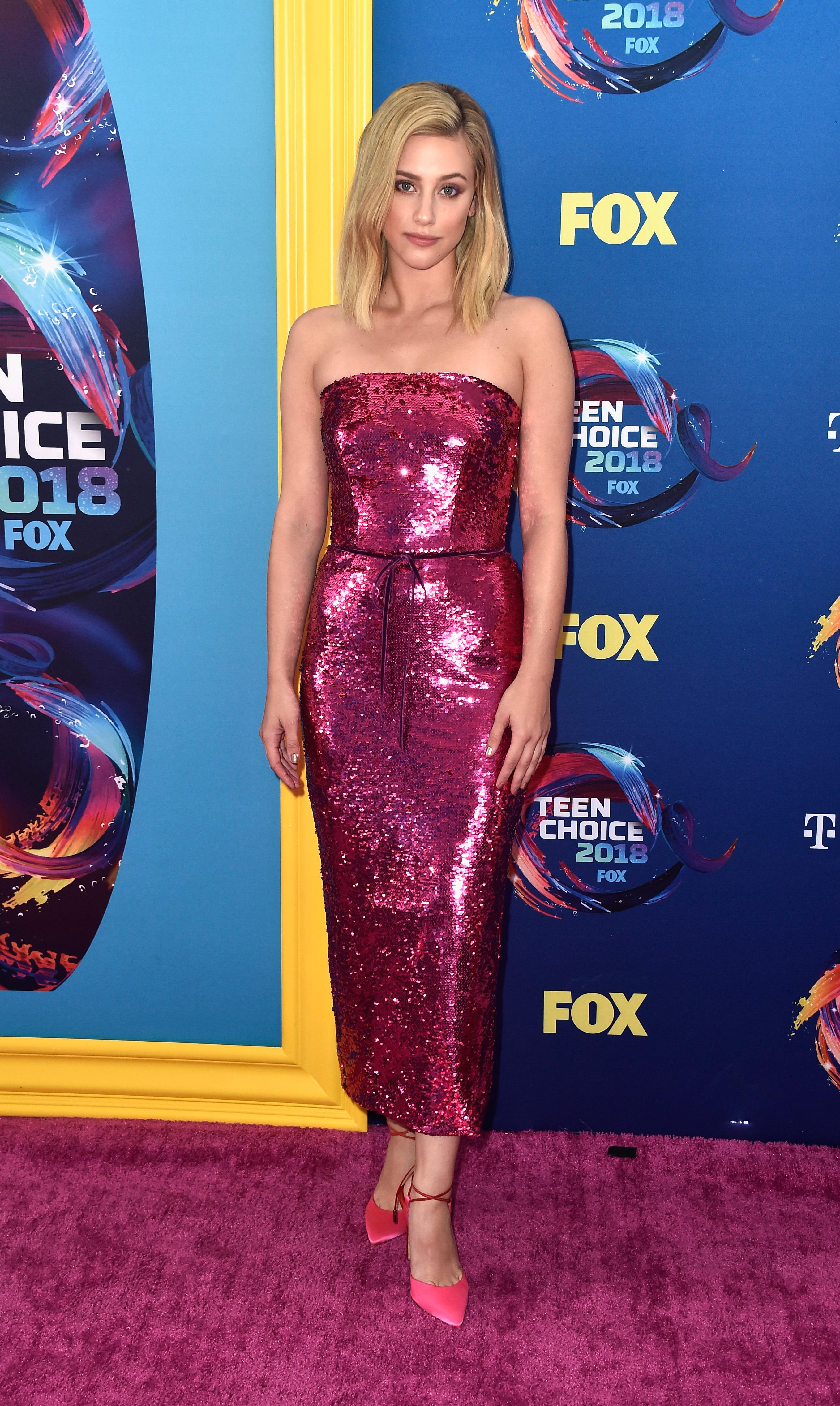 lili reinhart no red carpet do Teen Choice Awards 2018.