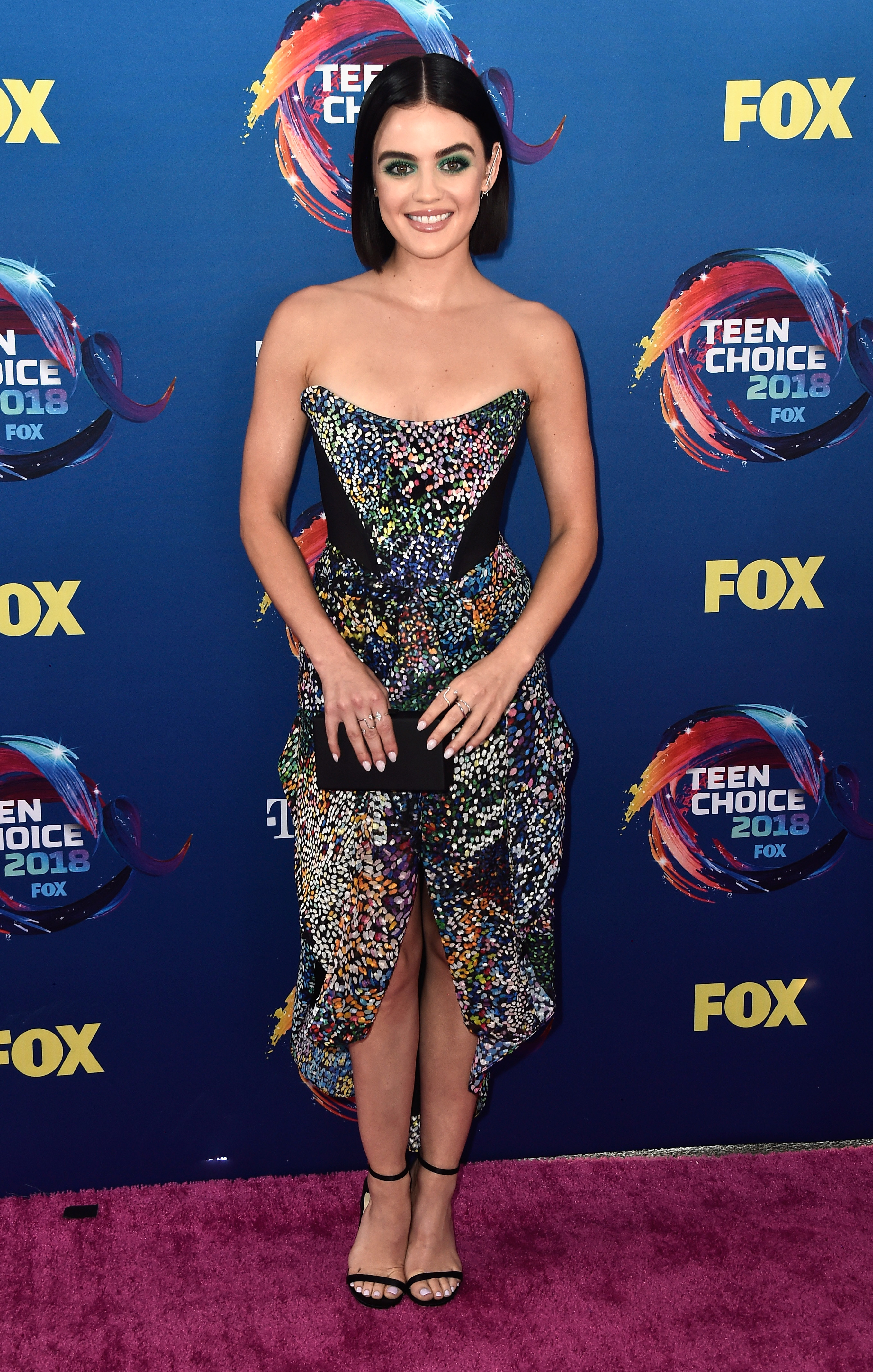 Lucy Hale no red carpet do Teen Choice Awards 2018.
