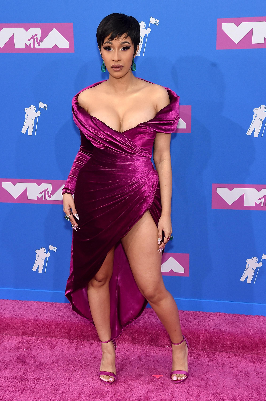 Cardi B no red carpet do VMA 2018.