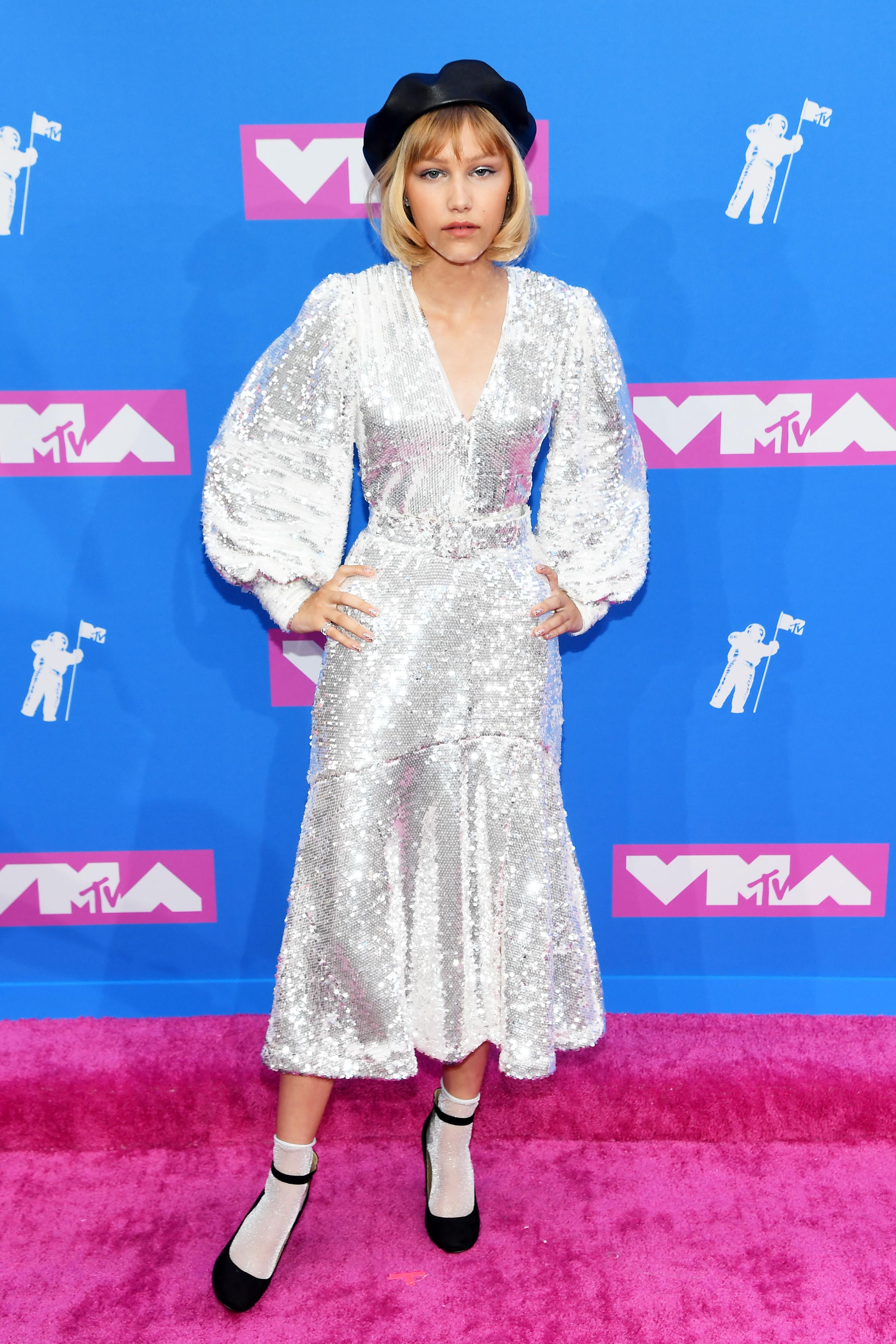 Grace VanderWaal no red carpet do VMA 2018.