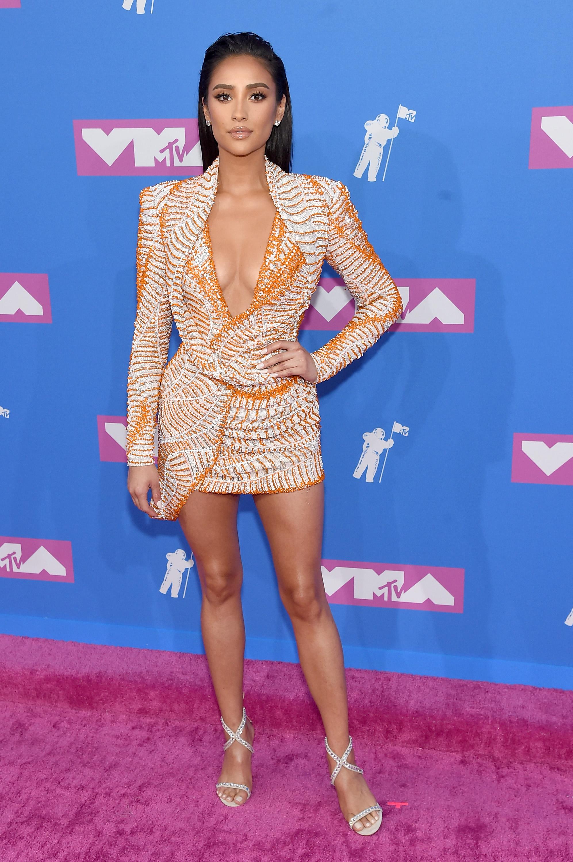 Shay Mitchell no red carpet do VMA 2018.