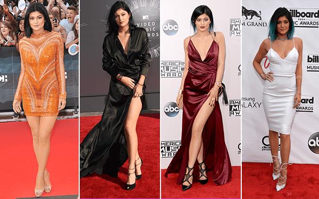 2014- no red carpet: Kylie Jenner não era só mais uma famosa no red carpet, ela passou a ser uma verdadeira estrela! O vestido vinho com fenda poderosa é um de seus looks mais marcantes até hoje!