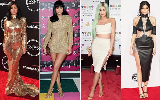 2015- no red carpet: OMG! Existe look mais Kylie do que este conjunto nude? Ou talvez este vestido dourado? Repare que ela encontrou até uma pose característica para suas fotos de red carpet: pernas cruzadas e quadril jogado para o lado.