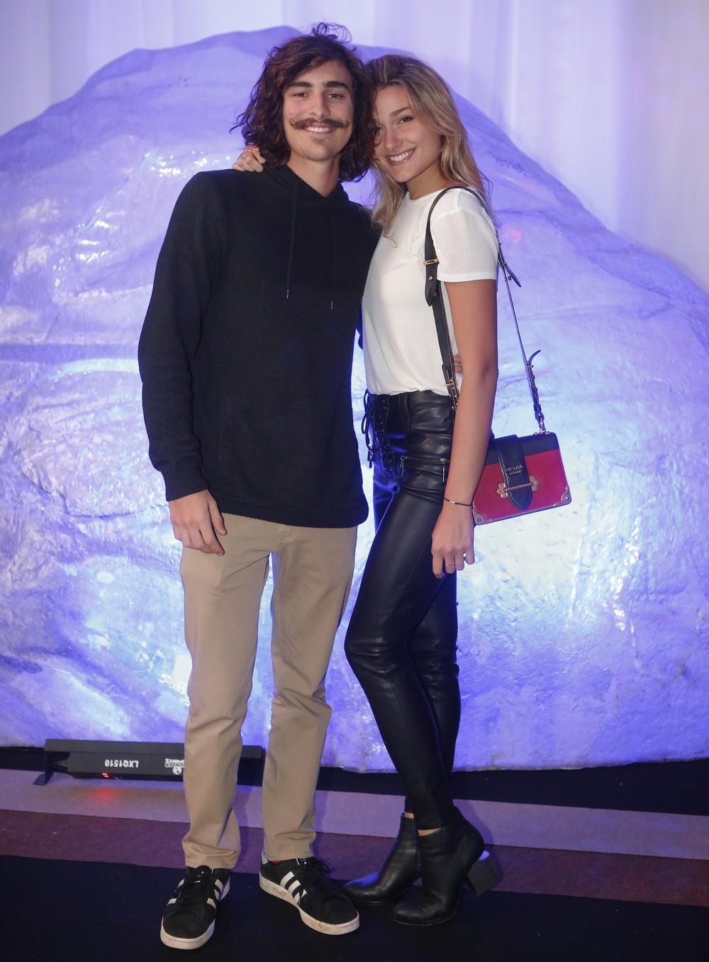 Sasha Meneghel e Bruno Montaleone na estreia de O Tempo Não Para.