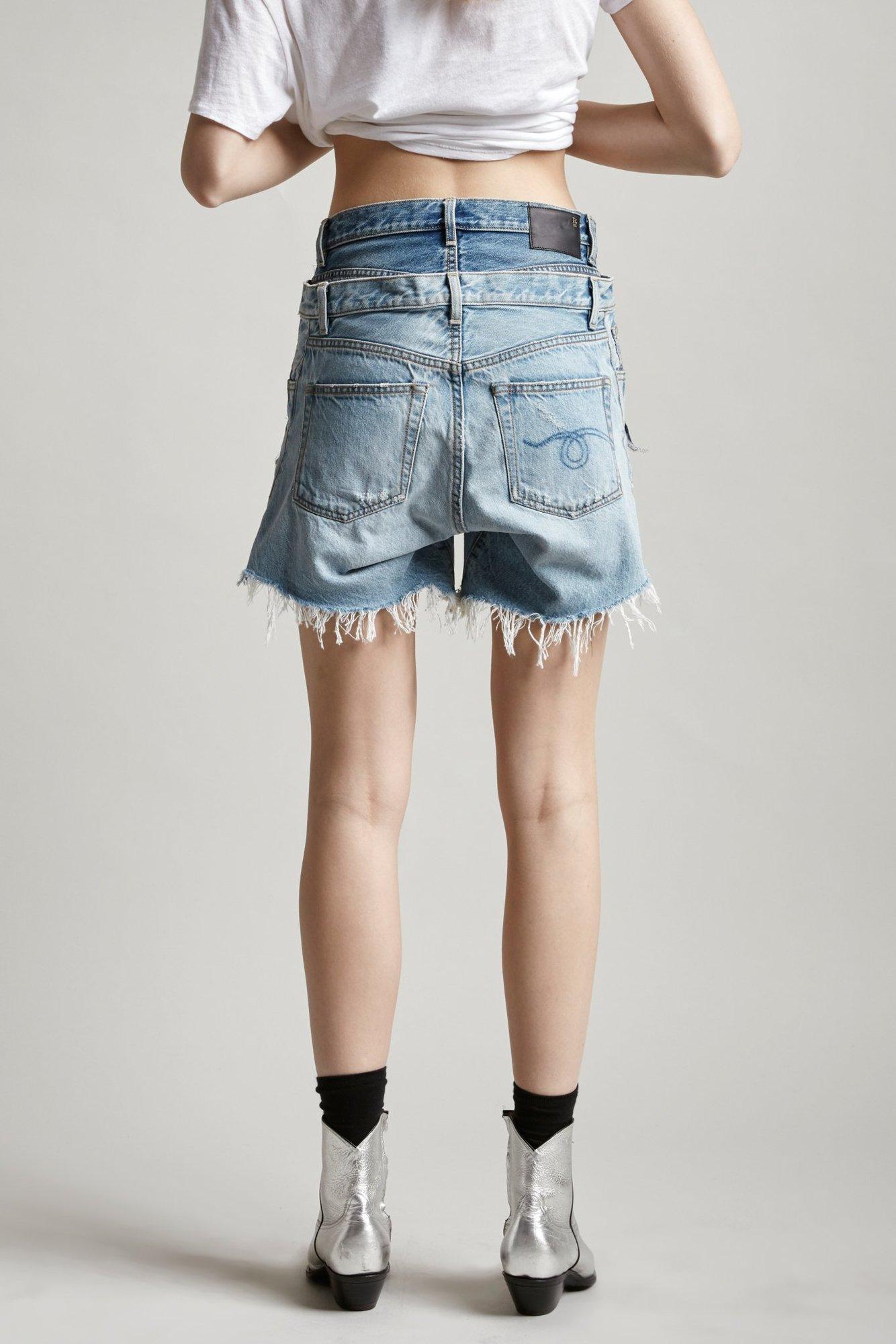Esta marca costurou dois shorts jeans e criou uma peça só