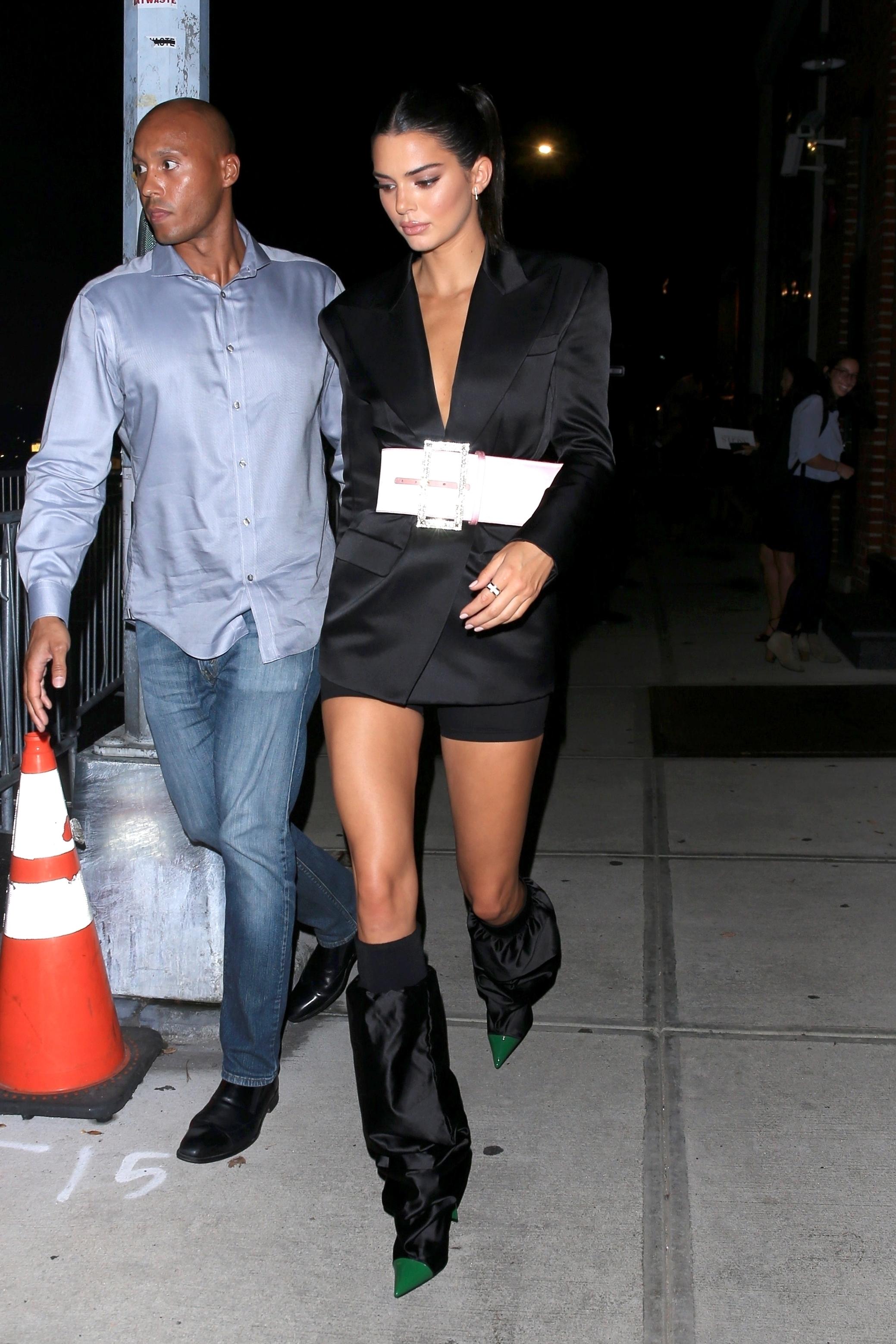 Kendall Jenner usa botas esquisitas