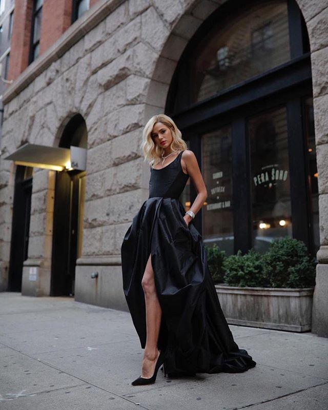 Bruna Marquezine e seu look de gala para o Diamond Ball, em Nova York.